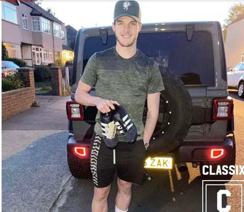 Declan Rice khoe đôi  Adidas Predator 94 mua của Will
