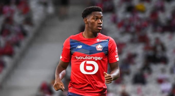 10. Jonathan David (LOSC Lille):Tân binh trị giá 20 triệu euro của Lille đang chơi tốt khi ghi được 9 bàn và có 4 kiến tạo trên mọi đấu trường. Nhờ sự xuất sắc của David, Lille đang mơ về chức vô địch Ligue 1 2020/21