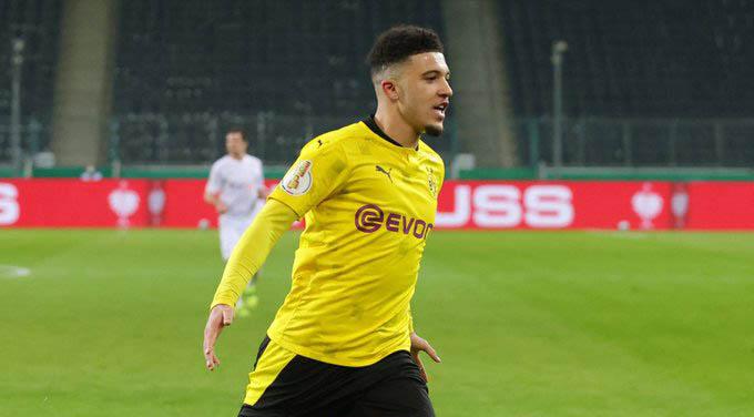 """1. Jadon Sancho (Borussia Dortmund): Cùng Haaland, Sancho đang là """"tài sản"""" giá trị nhất của Dortmund khi được định giá 100 triệu euro. Riêng ở mùa giải 2020/21, Sancho có 12 bàn và 16 kiến tạo sau 31 trận. Anh được MU săn đó trong cả Hè 2020 và lúc này, Dortmund vẫn cố gắng để giữ chân Sancho lâu nhất có thể"""