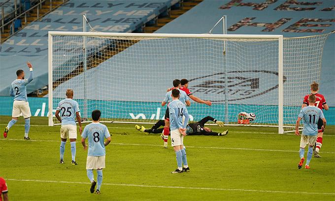 Adams ghi bàn thắng thứ 2 cho Southampton