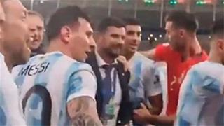 Messi ngăn đồng đội hát chế nhạo Brazil