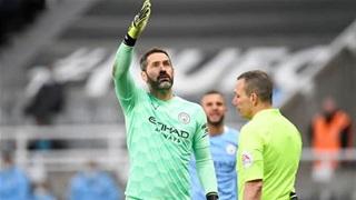 Hết sạch thủ môn, Man City phải dùng thủ thành số ba