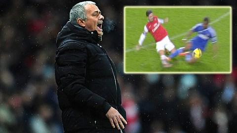 """Mourinho chê cầu thủ Arsenal """"mít ướt"""""""