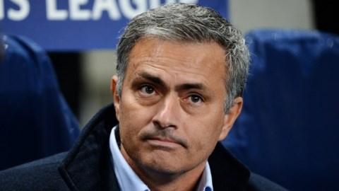 """HLV Mourinho: """"Oscar xứng đáng phải nhận thẻ"""""""