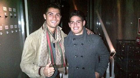 Lộ ảnh James Rodriguez có mặt trong chuyến bay tới Madrid