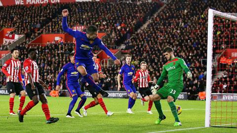 Man United nhọc nhằn lên thứ 3: Chỉ là may mắn?