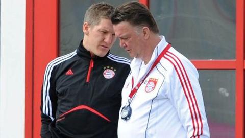 Van Gaal tính phá luật, đưa Schweinsteiger về M.U