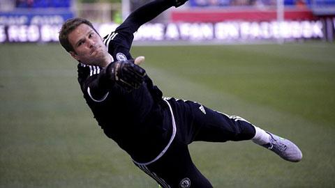 Mourinho bênh vực sai lầm của tân binh Begovic