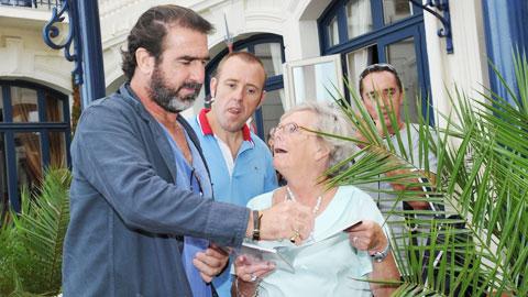 Cantona cưu mang người tị nạn trong 2 năm