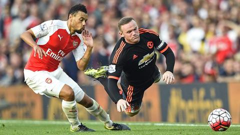 Lĩnh 3 cước của Arsenal, M.U bay khỏi ngôi đầu