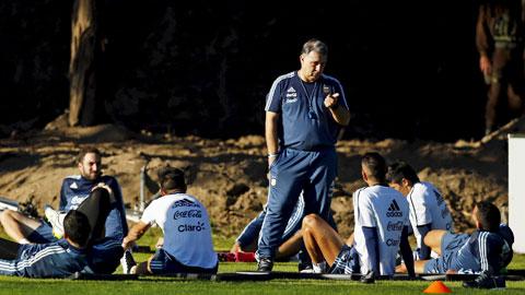 Martino đau đầu vì Argentina có quá nhiều... tài năng