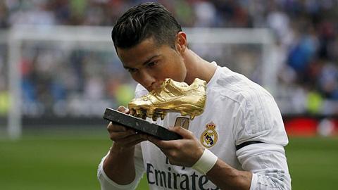 Ronaldo xô đổ Raul, trở thành chân sút vĩ đại nhất Real