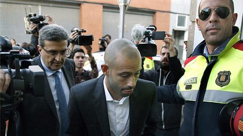 Mascherano cúi đầu nhận tội trốn thuế