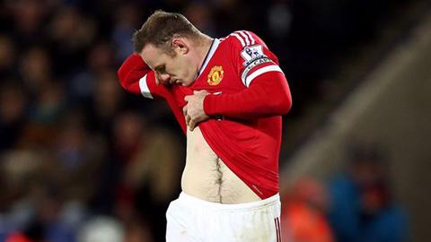 Dính đòn đau của đối thủ, Rooney rời sân trong thất vọng