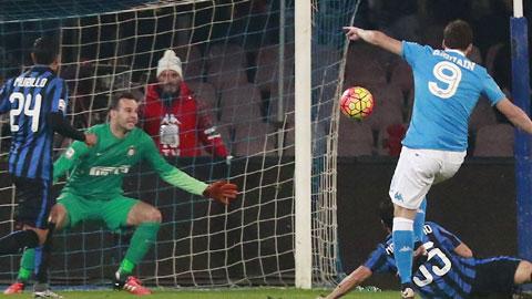 Higuain lập cú đúp, Napoli phế truất ngôi đầu của Inter