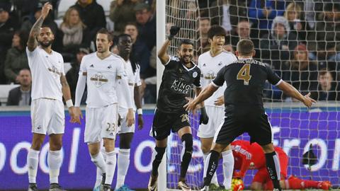 Mahrez đưa Leicester City trở lại ngôi đầu ngoại hạng Anh