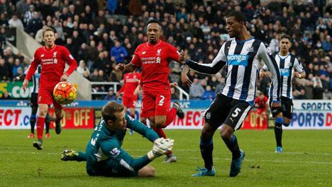 """Liverpool thua Newcastle vì mất nhiều """"bài tẩy"""""""