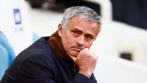 Mourinho hết phép khi đá sân nhà