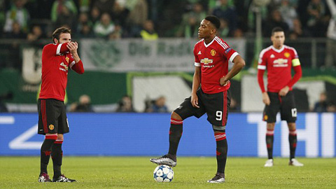 Thua ngược Wolfsburg 2-3, M.U ngậm ngùi xuống Europa League