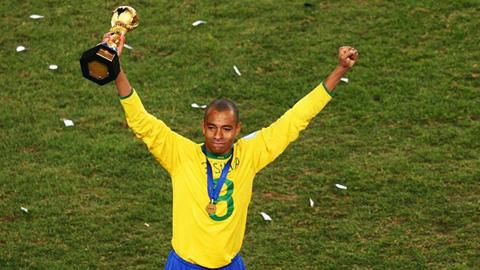 Gilberto Silva tuyên bố giải nghệ, chuẩn bị về Arsenal làm trợ lý