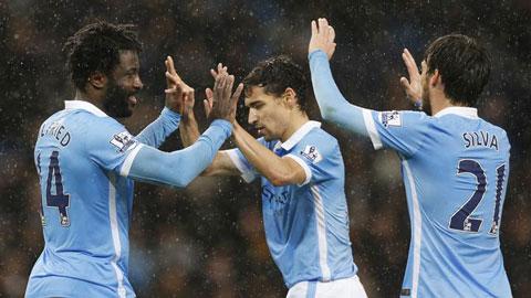Đánh bại Swansea vào phút chót, Man City về lại ngôi đầu