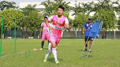 Trung vệ 3 lần mổ đầu gối lên tuyển U23 Việt Nam