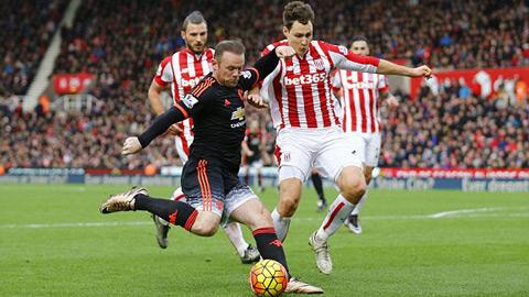 M.U thua Stoke 0-2, Van Gaal có nguy cơ bị sa thải sớm