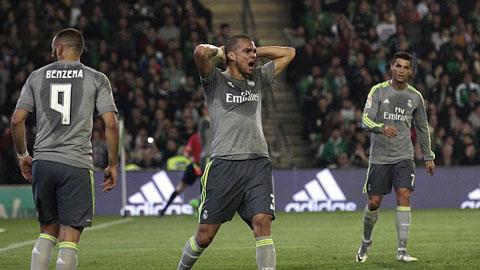 Real thất thế trong cuộc đua vô địch với Barca và Atletico