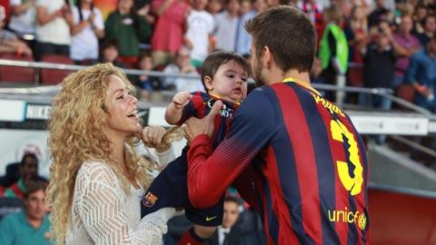 Shakira kiêu không thèm chơi với WAGs Barca