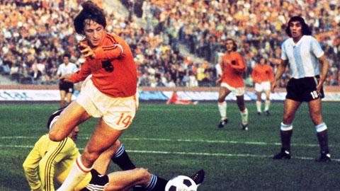 Johan Cruyff (1947-2016): Huyền thoại 2 đế chế