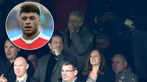 Oxlade-Chamberlain xin lỗi vì muốn Arsenal sa thải Wenger