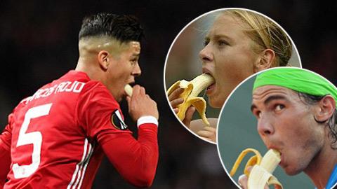Vì sao bất cứ cầu thủ nào cũng nên... ăn chuối như Rojo ...