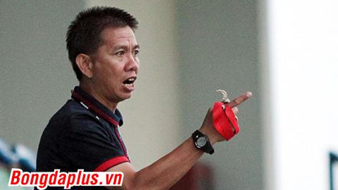 HLV Hoàng Anh Tuấn nghiêm khắc chỉnh đốn chiến thuật trong buổi tập của U20 Việt Nam