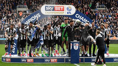 Newcastle vô địch hạng nhất Anh theo kịch bản nghẹt thở