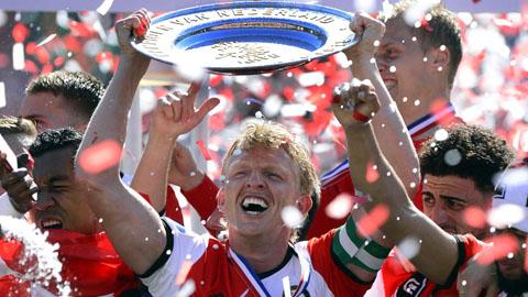Giúp Feyenoord vô địch Hà Lan, Kuyt tuyên bố giải nghệ