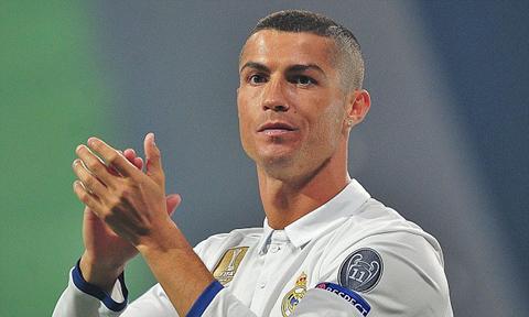 Nhưng trong buổi lễ mừng công ở thủ đô Madrid vào năm 2018, Ronaldo đã cắt cua. Với kiểu đầu mới này, Ronaldo sẽ đỡ tốn công hơn trong việc chăm sóc mái tóc