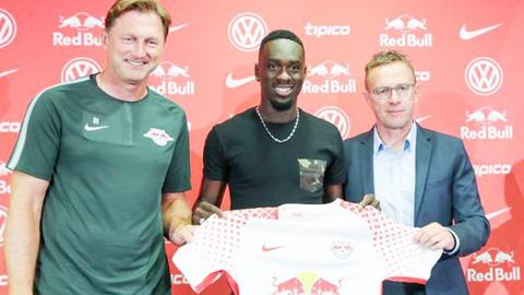 Augustin rời PSG sang RB Leipzig