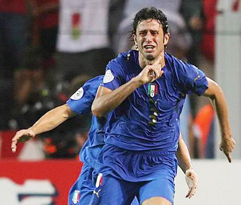 Fabio Grosso dẫn dắt Bari: Người hùng có thể làm thủ lĩnh?