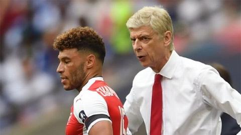 HLV Wenger giáo huấn Oxlade-Chamberlain trước trận Arsenal vs Liverpool