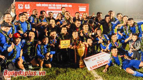 Quảng Nam 'bơi' trong tiền thưởng nhờ vô địch V.League