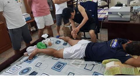 Bác sỹ từng chữa cho Park Ji Sung sang thăm khám cầu thủ HAGL