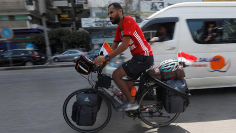 65 ngày tới World Cup 2018: CĐV Ai Cập đạp xe đến World Cup