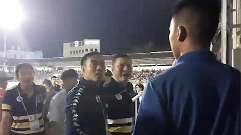 HAGL nhận sai việc để CĐV tiếp cận HLV Chu Đình Nghiêm