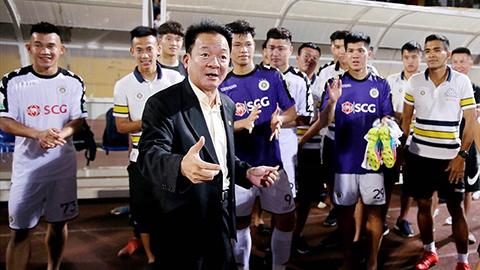 Bầu Hiển thưởng thêm cho Hà Nội FC 500 triệu đồng