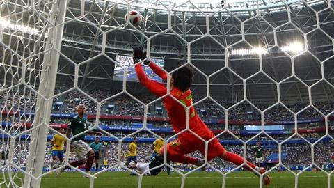 Thủ môn Mexico lập kỷ lục cứu thua tại World Cup 2018