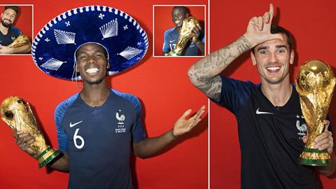 Dàn sao tuyển Pháp tạo dáng bên cúp vàng World Cup