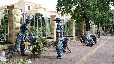 250 lượt cán bộ, chiến sĩ Lữ đoàn 147 tham gia thực hiện 'Tháng hành động vì môi trường'