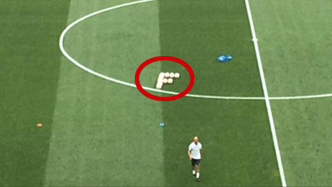 Pháp xếp bóng hình chữ F để cầu may
