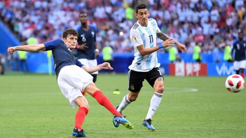 Pavard nhận giải Bàn thắng đẹp nhất World Cup 2018