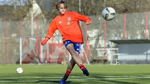Johansson tập luyện trong màu áo Bayern